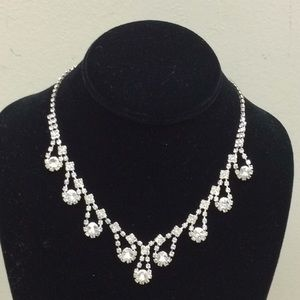 Jewelry - Vintage rhinestone necklace.